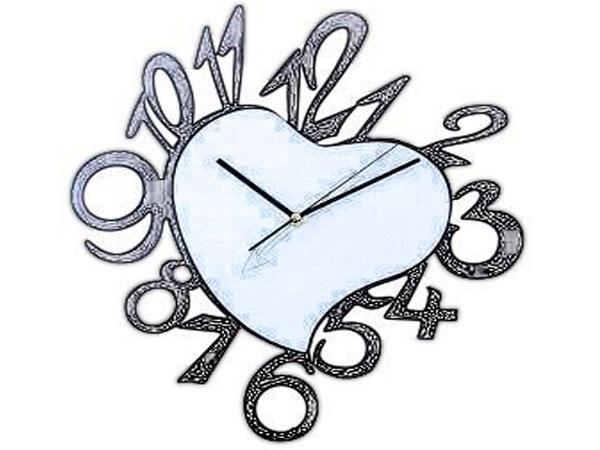 Часы в форме сердца