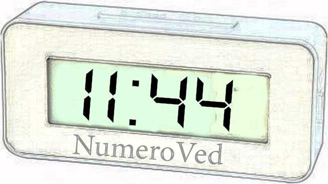 11 44 на часах значение